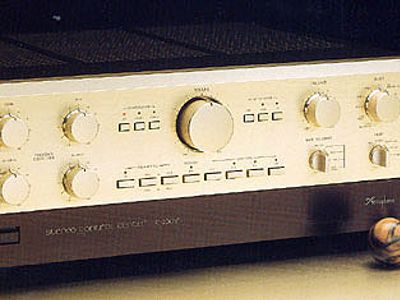 Accuphase C-200V